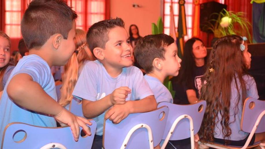 Conclusões da Educação Infantil e do Ensino Fundemantal reuniuram educadores e familiares.