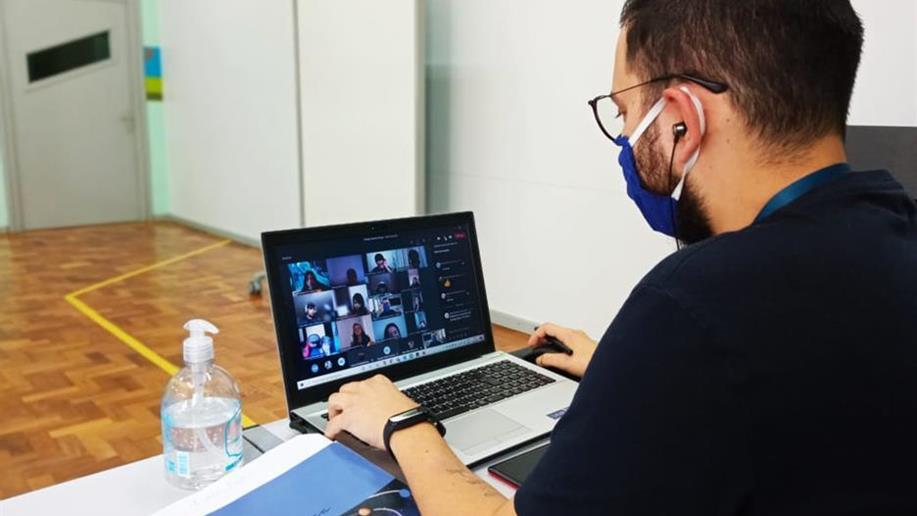 Com login disponibilizado pelo Colégio Marista Roque, educadores e estudantes podem organizar suas rotinas, compartilhar atividades e conversar com seus colegas em diferentes dispositivos
