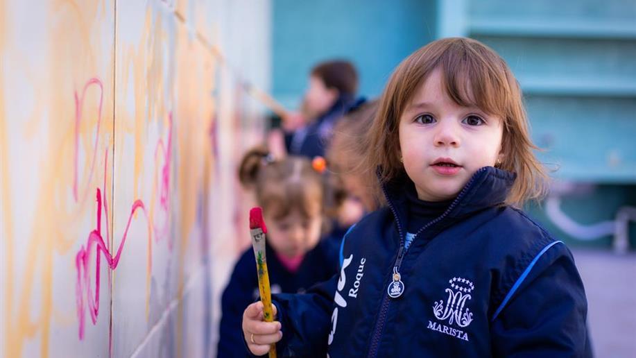 Várias iniciativas garantem o bem-estar e a segurança da comunidade educativa, como o uso completo e obrigatório do uniforme. Saiba mais.