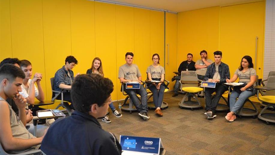 Convidados participaram de uma simulação interna no Marista Rosário