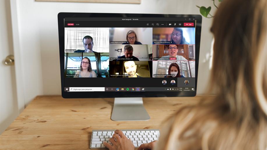 Com login disponibilizado pelo Marista Rosário, educadores e estudantes podem organizar e compartilhar suas atividades e conversar com seus colegas em diferentes dispositivos