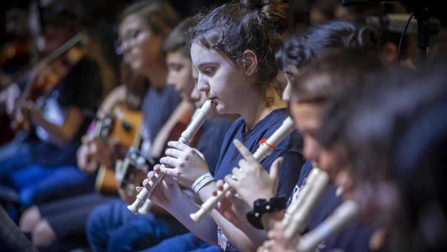 Professores abordam o papel da música no desenvolvimento humano e social
