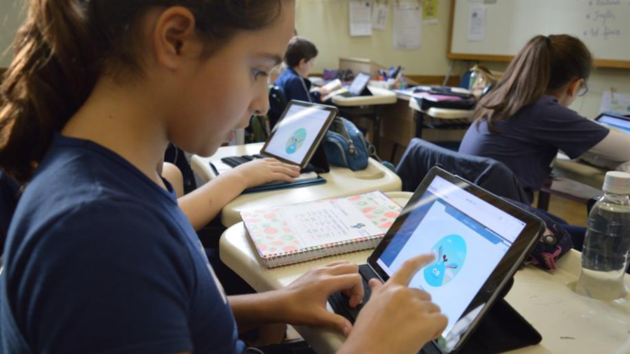 Estudantes do Ensino Fundamental e Médio possuem acesso a atividades envolvendo leitura, escrita e matemática
