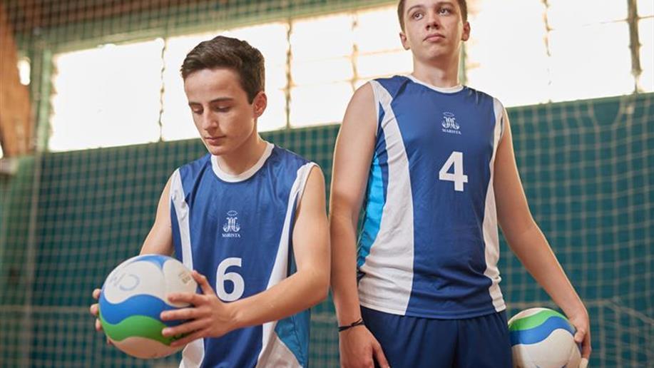 A prática esportiva é trabalhada de forma saudável, com foco na aprendizagem de valores, no espírito de equipe, na liderança, na convivência e na amizade