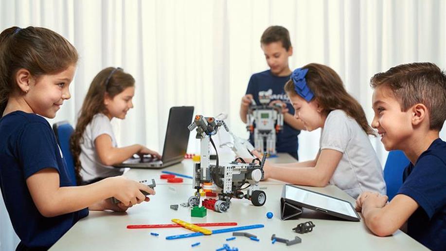 Iniciativa inovadora que insere a tecnologia no cotidiano escolar, dinamizando o jeito de ensinar e aprender.