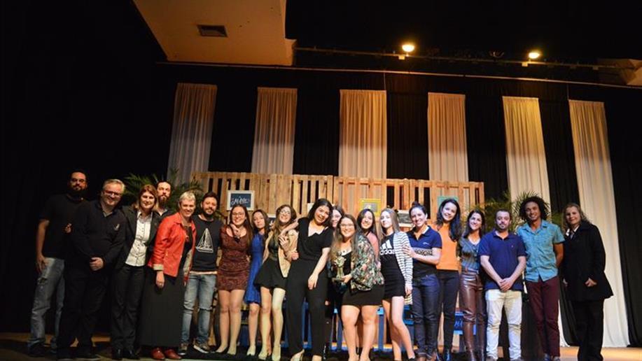 Cerimônia premiou as melhores peças em 16 categorias.