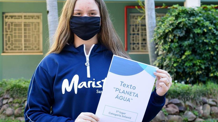 Cinco jovens escritores do 8º e 9º ano conquistaram prêmios no concurso realizado pelo Interact Club Dores em conjunto com a Casa do Poeta de Santa Maria