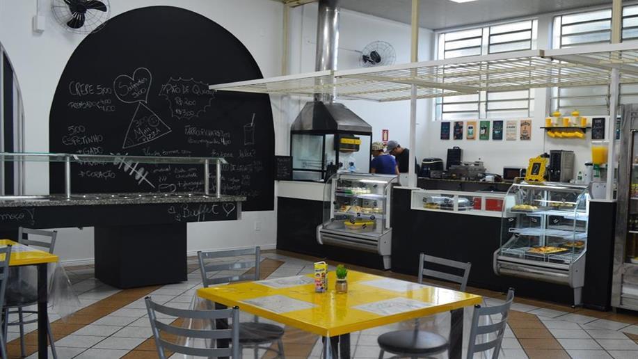 Almoço e lanches variados para a comunidade educativa