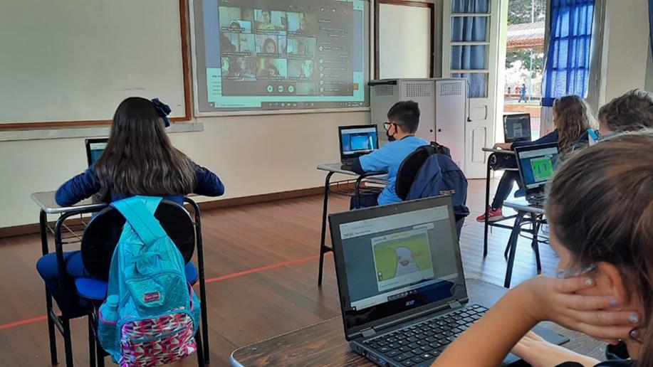 Para potencializar o aprendizado da matemática e os resultados dos estudantes, as turmas do 3º ao 5º ano EF contam com uma plataforma educacional online de alta tecnologia.