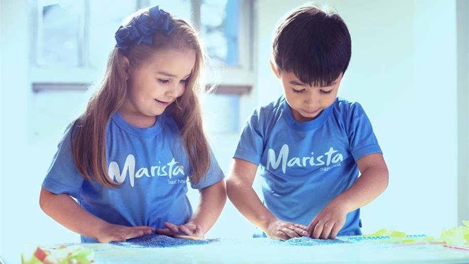 Nessa fase, valorizamos o cuidado e o desenvolvimento pedagógico. Cada detalhe é importante na construção do repertório de significados, contribuindo para que as crianças assimilem a socialização, a autonomia e a cooperação.