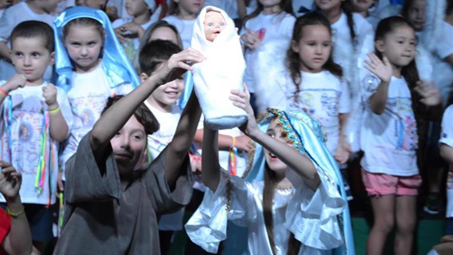 Na noite do dia 20/12 foi realizada a Festa da Educação Infantil