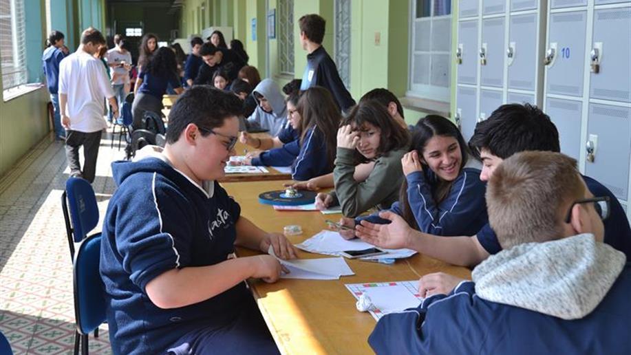 A confecção dos jogos proporcionou aos estudantes aprendizagem lúdica e atrativa