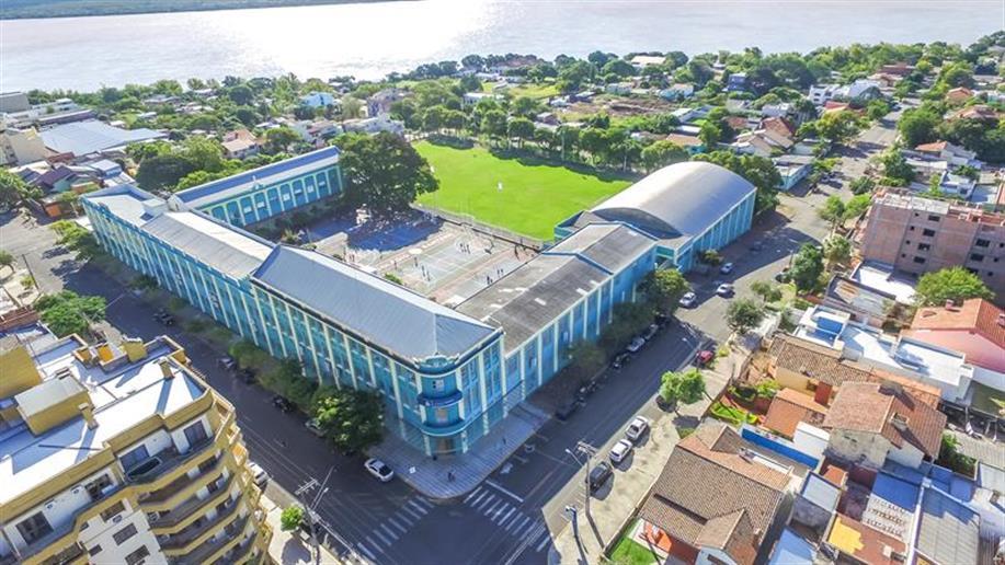 O Colégio Marista Sant'Ana localiza-se na região central de Uruguaiana, no Rio Grande do Sul. A escola funciona desde 1904.