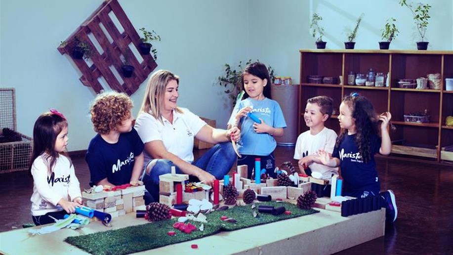 Nos primeiros anos da vida escolar, valorizamos o cuidado e o desenvolvimento pedagógico das crianças. Nessa fase, cada detalhe é importante para a construção do repertório de significados, contribuindo para que as crianças assimilem, desde cedo, a...