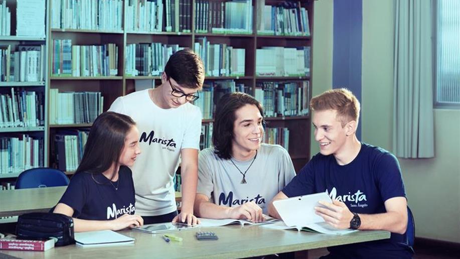 Para nós, tão importante quanto formar estudantes com domínio acadêmico é desenvolver a consciência ética e humana. Dessa forma, incentivamos a construção do projeto de vida do jovem, enaltecendo suas habilidades e capacidades, apresentando inúmeras...