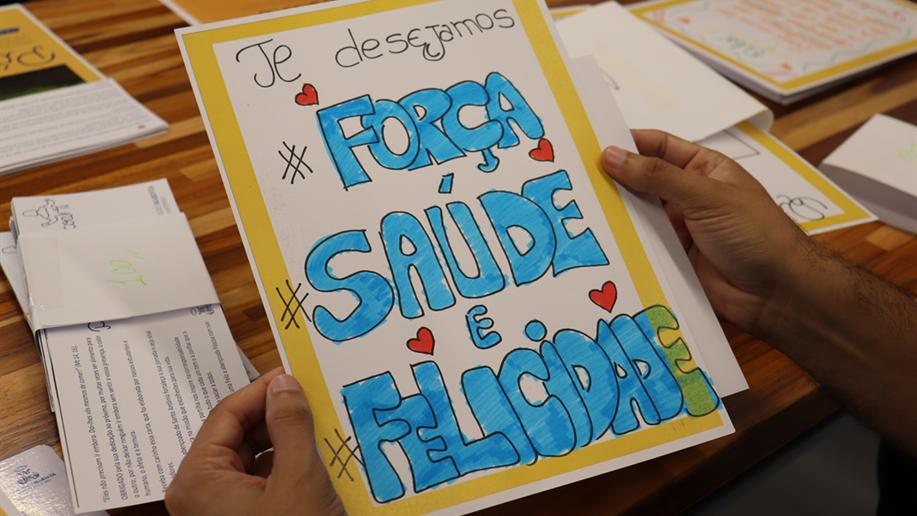 620 cartas elaboradas por estudantes, educadores e familiares foram entregues no Hospital Santo Antônio