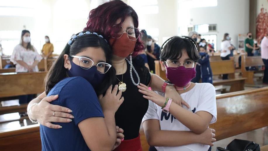 Durante a celebração, estudantes homenagearam e demonstraram carinho às mães