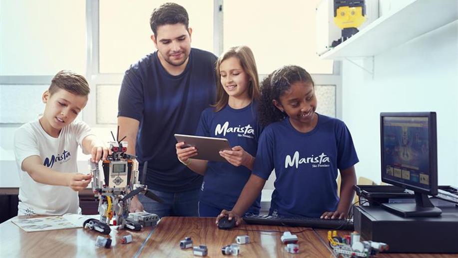 Confira as atividades científicas, pedagógicas e tecnológicas que o Colégio oferece.