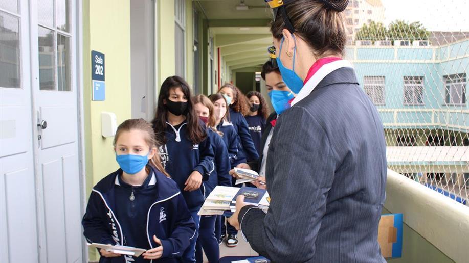 Com a temática relacionada à viagem os estudantes vivenciam momentos que auxiliam na gradativa adaptação à nova estapa escolar.