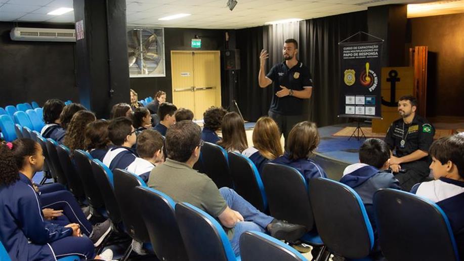 Estudantes do 7º ano EF participaram do lançamento do Programa Papo de Responsa, da Polícia Civil do Rio Grande do Sul.