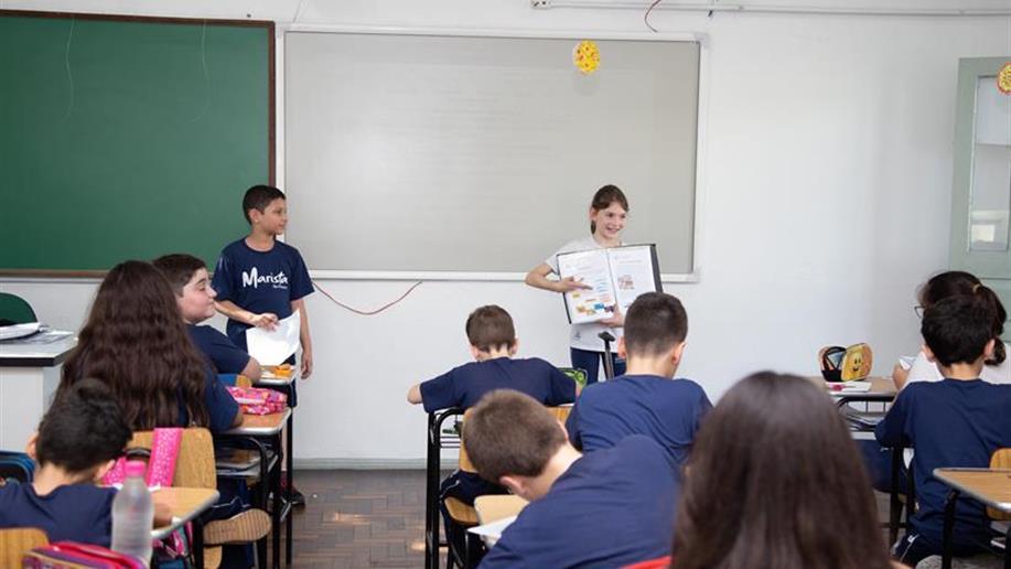 """A atividade, """"Professor por um dia"""", teve como objetivo proporcionar a experiência e a vivência da profissão escolhida por seus educadores."""