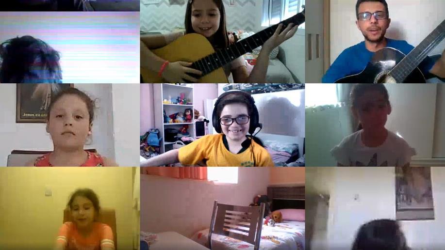 Aulas de Música, Educação Física e Língua Inglesa fazem parte do cotidiano escolar dos estudantes da Educação Infantil e dos Anos Iniciais, durante o turno regular.