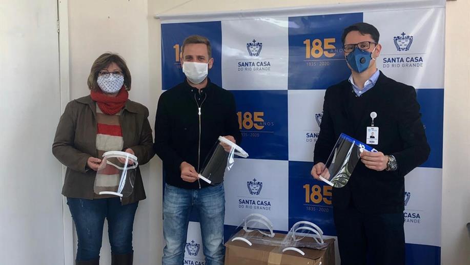 PUCRS realizou a entrega do protetor facial número 10 mil