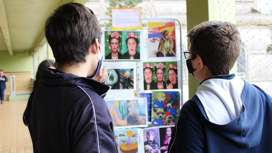 """Com o tema """"A brasilidade através da arte"""", estudantes produziram esculturas, pinturas e poesias"""