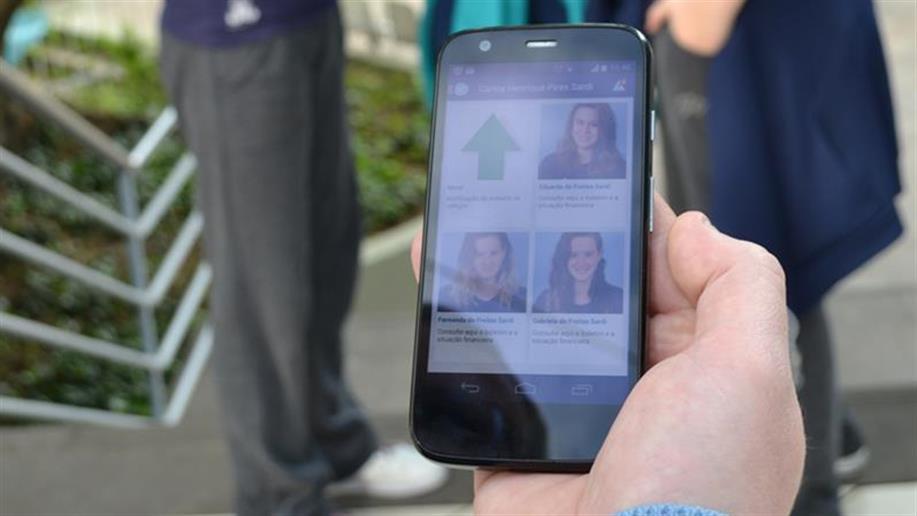 Com o Aplicativo Marista Virtual, as famílias podem acompanhar a rotina escolar de seus filhos, a partir de dispositivos móveis.