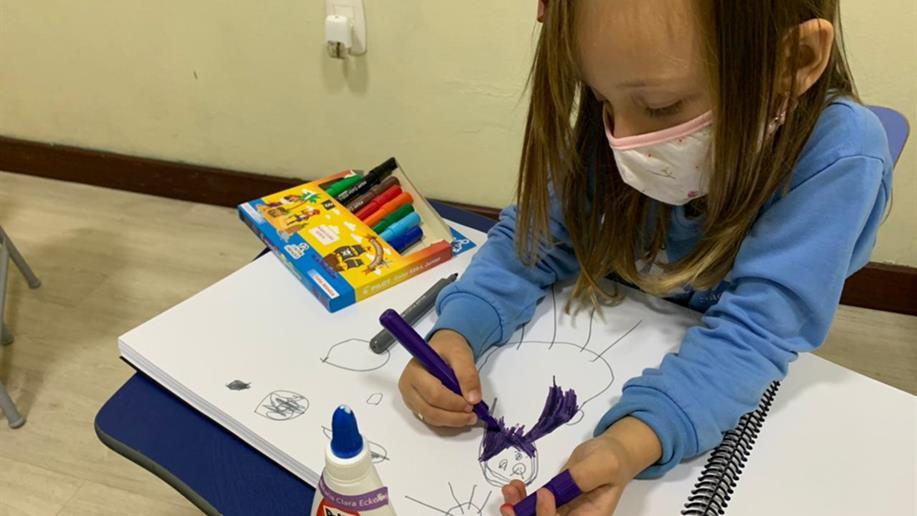 Os traços que antecedem os desenhos são essenciais para o desenvolvimento na primeira infância.