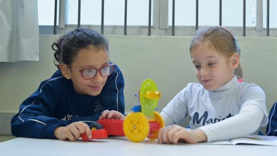O Marista São Pedro oferece aos estudantes opções de atividades científicas, esportivas e solidárias. Assim, desenvolve diferentes habilidades dentro e fora de sala de aula em todos os níveis de ensino